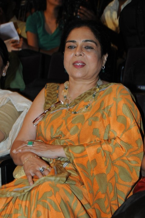 Lpkw Xius Fyuejqd Reema Lagoo At The Launch Of Book The Live Well Diet
