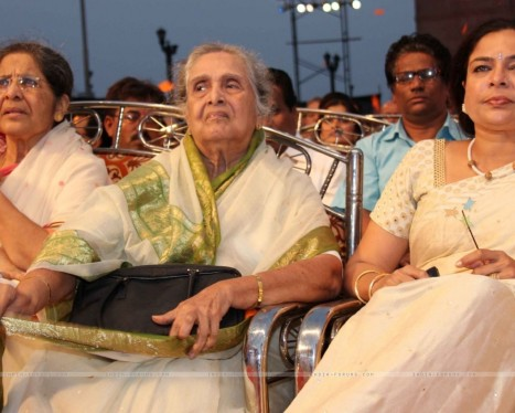 Reema Lagoo At Th Marathi Chitrapatt Puraskar Sohla At Gatewa Family Photo