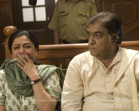 Still Image Of Reema Lagoo And Anjan Srivastava Family Photo