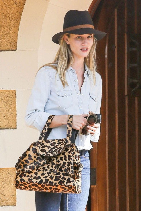 Rosie Huntington Whiteley In Jeans Leaves Friend House January