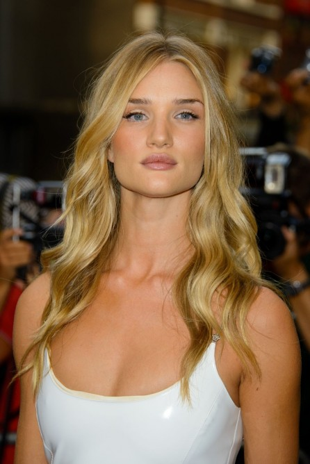 Rosie Huntington Whiteneley At Gq Men Of The Year Awards In London
