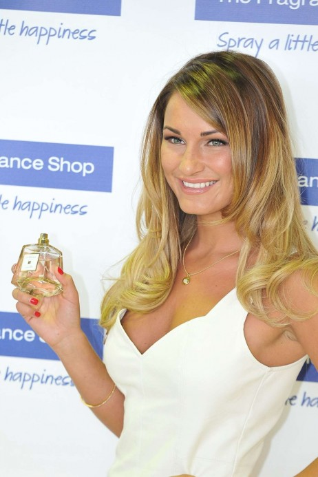 Sam Faiers Promotes Her La Bella Fragrance Beach