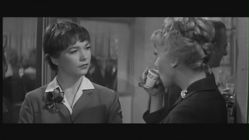 Shirley In The Apartment Shirley Maclaine The Apartment