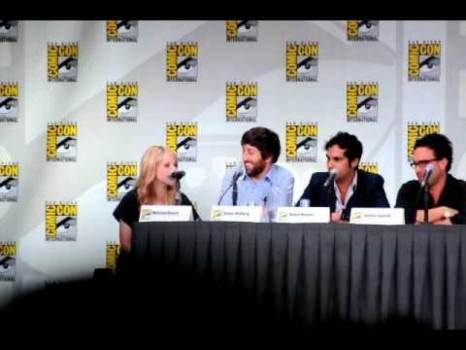Howard Mother Impressions By Simon Helberg Melissa Rauch At Sdcc Comic Con