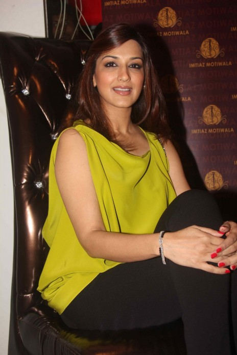 Sonali Bendre Hot With Top And Jeans Wallpaper And Photo