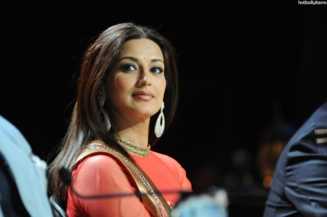 Sonali Bendre On The Sets Of Zee Tv Show India Best Dramebaaz Movie List
