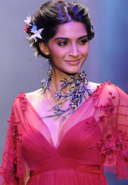 Sonam Kapoor Remuneration Without Makeup
