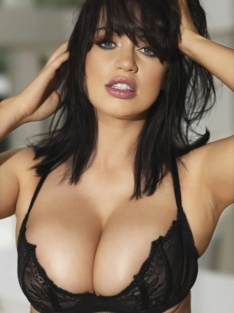 hottie-of-the-week-sophie-howard-2350004