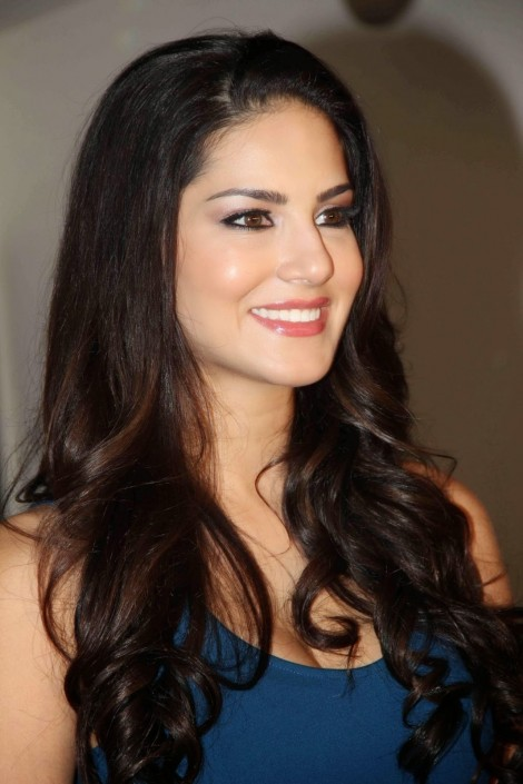 Sunny Leone Fillming Mtv India Webbed In Mumbai Husband