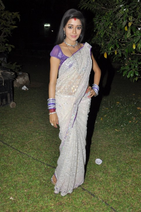 Aabsbcg Ymd Lead Actress Tina Dutta Of Tv Show Uttaran Posing For Photographers On The Shooting Sets