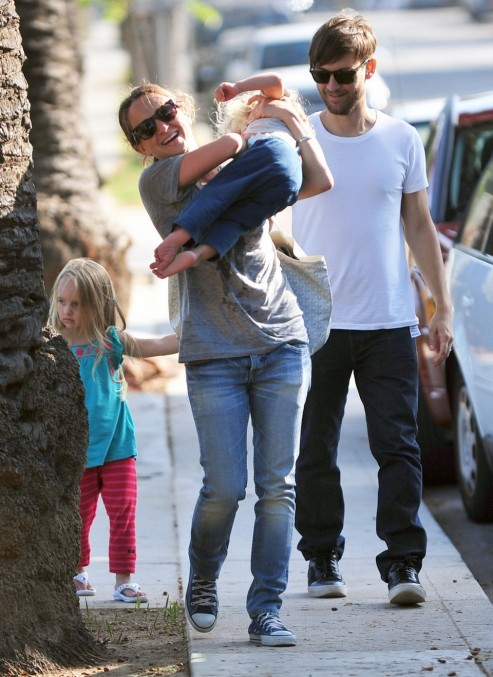 Tobey Maguire Family Park It On Sunday