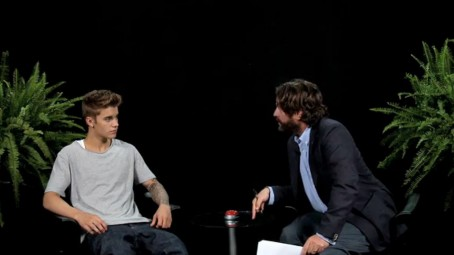 Poster Justin Beiber And Zach Galifianakis Viciously Insult Each Other Between Two Ferns