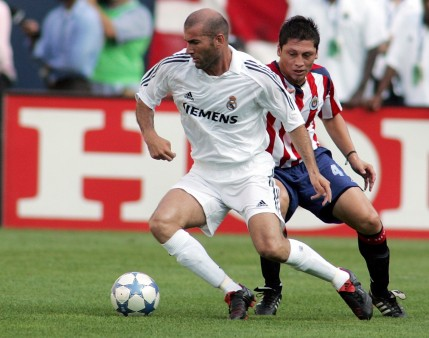 The Legend Of Football Zinedine Zidane Passing The Ball